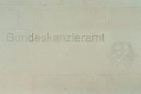 02 MAY 2001, BERLIN/GERMANY:<br /> Schriftzug Bundeskanzleramt und Bundesadler an einer Sandsteinmauer neben dem Eingang zum Bundeskanzleramt<br /> IMAGE: 20010502-01/04-36<br /> KEYWORDS: Kanzleramt, Schild