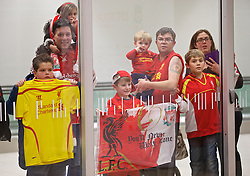 ADELAIDE, AUSTRALIA - Saturday, July 18, 2015: Liverpool supporters at Adelaide Airport wait to see the team's press conference ahead of a preseason friendly match against Adelaide United on day six of the club's preseason tour. (Pic by David Rawcliffe/Propaganda)