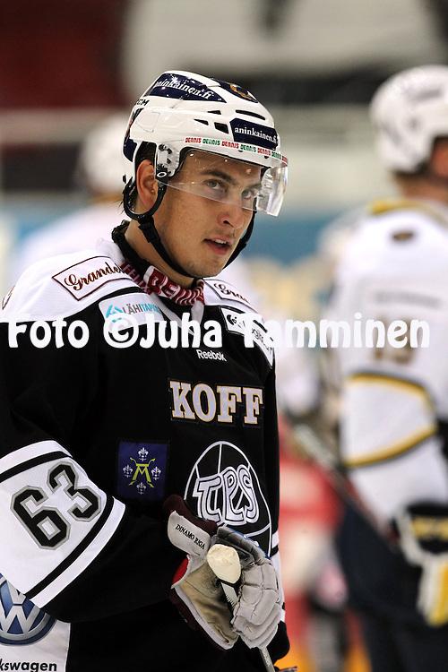 12.10.2013, Turku-halli, Turku.<br /> J&auml;&auml;kiekon SM-liiga 2012-13. TPS - Blues.<br /> Niclas Lucenius - TPS
