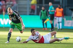 01-03-2015 NED: FC Utrecht - Feyenoord, Utrecht<br /> In de Galgenwaard voltrok zich een inspiratieloos duel en eindigde dan ook in 0-0 / Rick Karsdorp #26, Sofyan Amrabat #44 MAR