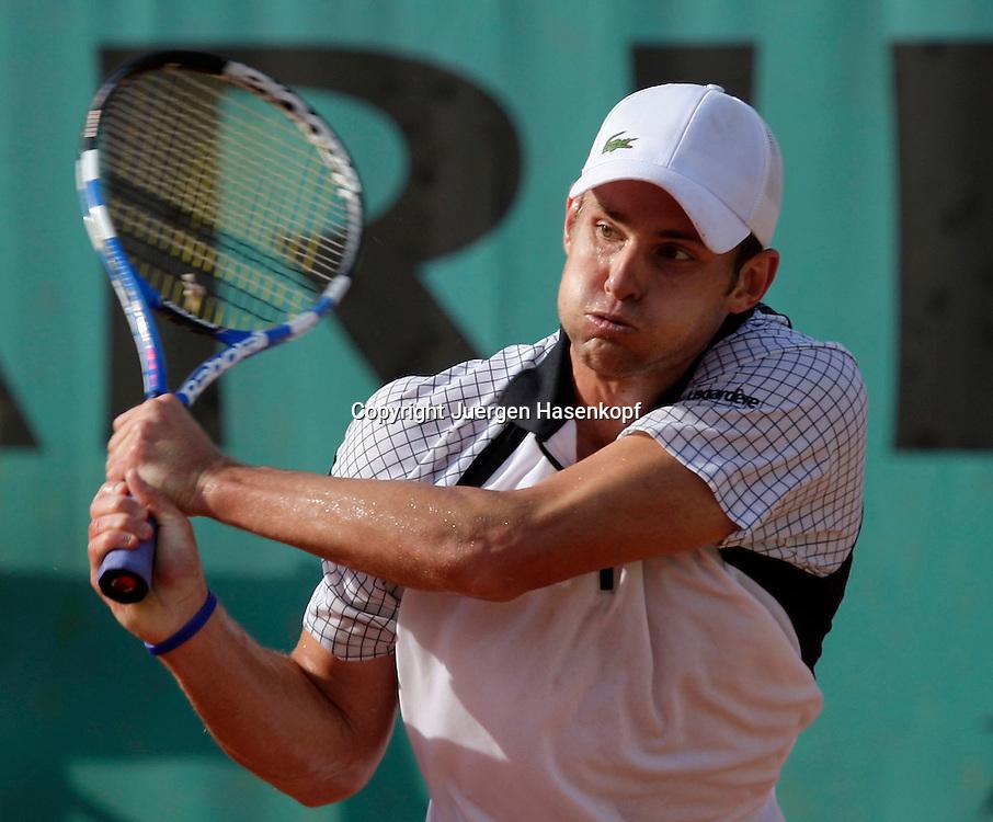 French Open 2009, Roland Garros, Paris, Frankreich,Sport, Tennis, ITF Grand Slam Tournament,  <br /> Andy Roddick (USA) spielt eine Rueckhand,backhand,action,Schlagende<br /> <br /> Foto: Juergen Hasenkopf