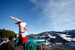 31.01.2013, Schladming, AUT, FIS Weltmeisterschaften Ski Alpin, Schladming 2013, Vorberichte, im Bild Maskottchen Hopsi mit einem Teleskop mit Blick auf die Planai am 31.01.2013 // mascot Hopsi with a telescope and view to the Planai on 2013/01/31, preview to the FIS Alpine World Ski Championships 2013 at Schladming, Austria on 2013/01/31. EXPA Pictures © 2013, PhotoCredit: EXPA/ Martin Huber