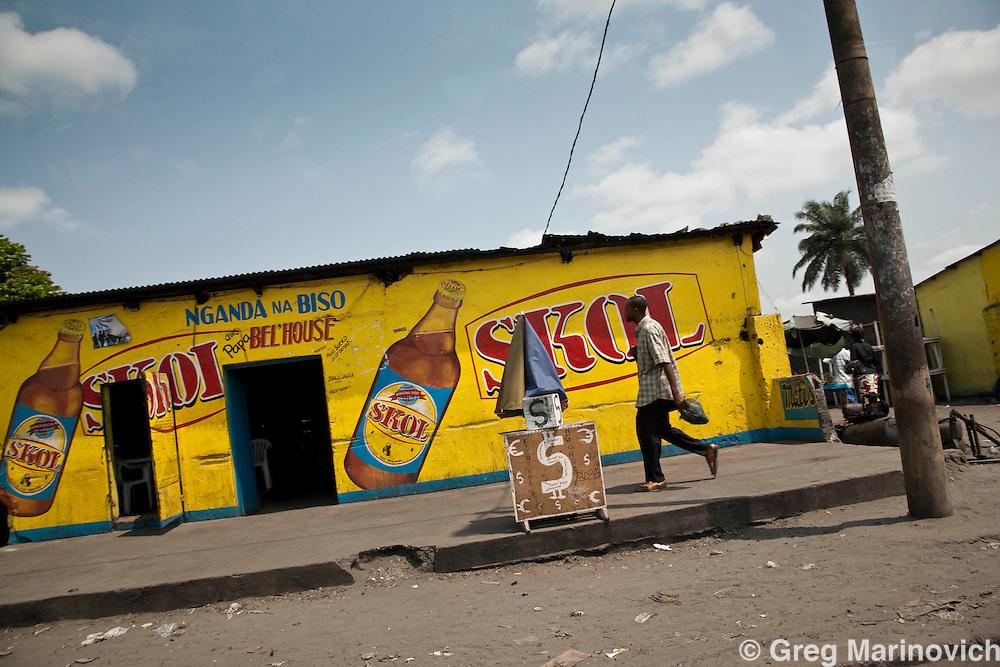 Kinshasa, DRC Dec 29, 2007: Street scenes in Kimbanseke ghetto in Kinshasa, Dec 29, 2007. Photo Greg Marinovich