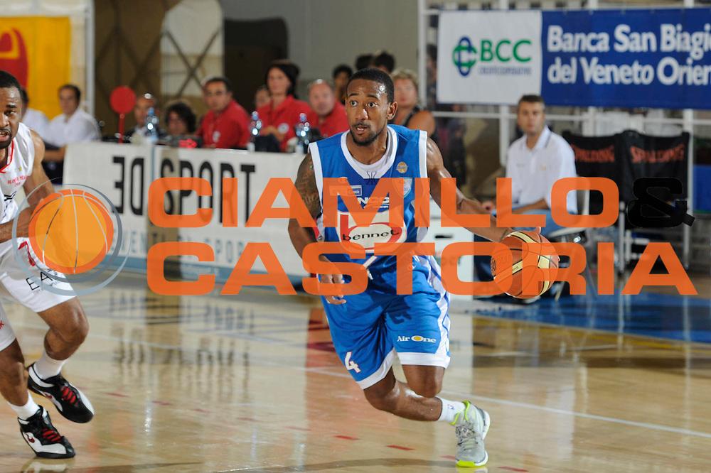 DESCRIZIONE : Caorle Lega A 2011-2012 Torneo Citta di Caorle Precampionato EA-7 Emporio Armani Milano Bennet Cantu<br /> GIOCATORE : David Lighty<br /> CATEGORIA : palleggio<br /> SQUADRA : Bennet Cantu<br /> EVENTO : Campionato Lega A 2011-2012<br /> GARA : EA-7 Emporio Armani Milano Bennet Cantu<br /> DATA : 18/09/2011<br /> SPORT : Pallacanestro<br /> AUTORE : Agenzia Ciamillo-Castoria/C.De Massis<br /> GALLERIA : Lega Basket A 2011-2012<br /> FOTONOTIZIA : Caorle Lega A 2011-2012 Torneo Citta di Caorle Precampionato EA-7 Emporio Armani Milano Bennet Cantu<br /> PREDEFINITA :