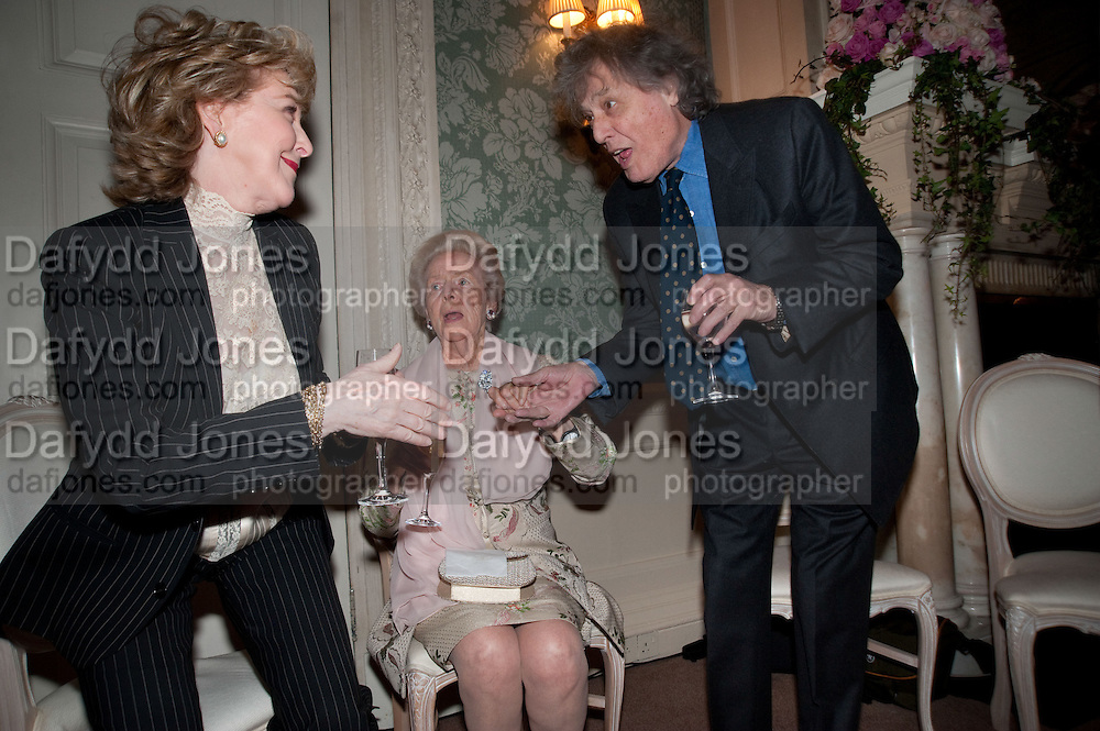 PATRICIA HODGE; THE DOWAGER DUCHESS OF DEVONSHIRE; TOM STOPPARD, The Dowager Duchess od Devonshire and Catherine Ostler editor of the Tatler host a party to celebrate Penguin's reissue of Nancy Mitford's ' Wigs on the Green.'  The French Salon. Claridge's. London. 10 March 2010.