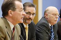 25 FEB 2006, BERLIN/GERMANY:<br /> Franz Muentefering (L), SPD, Bundesarbeitsminister, Matthias Platzeck (M), SPD Parteivorsitzender, Peter Struck (R), SPD Fraktionsvorsitzender, waehrend einer Pressekonferenz zur Bilanz der SPD nach 100 Tagen Grosser Koalition, Bundespressekonferenz <br /> IMAGE: 20060225-01-054<br /> KEYWORDS: Franz Müntefering