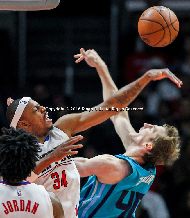 Los Angeles Clippers Paul Pierce blocks a shot by Charlotte Hornets Cody Zeller during the NBA basketball game against Charlotte Hornets in Los Angeles, the United States, Jan. 9, 2016. Los Angeles Clippers won 97-83. (Xinhua/Zhao Hanrong)(Photo by Ringo Chiu/PHOTOFORMULA.com)<br /> <br /> Usage Notes: This content is intended for editorial use only. For other uses, additional clearances may be required.