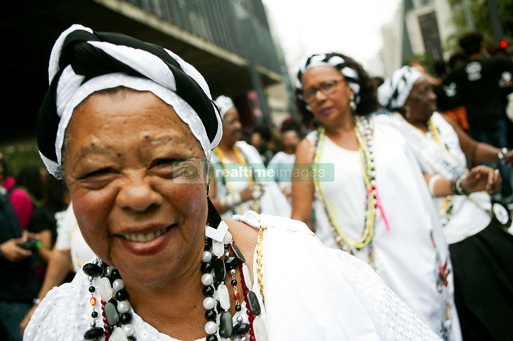 November 20, 2018 - Sao Paulo, Brazil - Thousands of people celebrate the day of black conscience on Avenida Paulista, the date is dedicated to reflection on the insertion of the black in Brazilian society, and marks the death of Zumbi dos Palmares in 1695, the greatest leader of the resistance against slavery in Brazil. (Credit Image: © Dario Oliveira/ZUMA Wire)