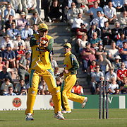 2005 Twenty/20 Cricket England vs Australia, The Rose Bowl, Southampton, Hampshire, ENGLAND 13.06.2005, Adam Gilchrist, catching..Photo  Peter Spurrier. .email images@intersport-images...