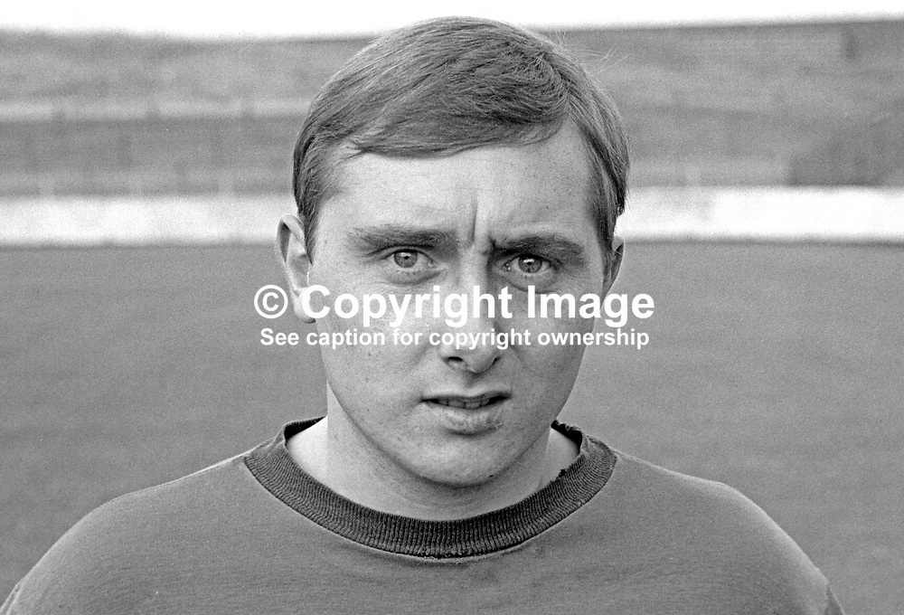 Jackie Hutton, footballer, Glentoran FC, August, 1967, 196708000060<br />