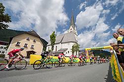 08.07.2017, Wels, AUT, Ö-Tour, Österreich Radrundfahrt 2017, 6. Etappe von St. Johann/Alpendorf nach Wels (203,9 km), im Bild das Feld in St. Martin vor der Kirchen, Salzburg // the peleton at St. Martin vor der Kirchen Salzburg during the 6th stage from St. Johann/Alpendorf to Wels (203,9 km) of 2017 Tour of Austria. Wels, Austria on 2017/07/08. EXPA Pictures © 2017, PhotoCredit: EXPA/ Reinhard Eisenbauer