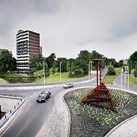 Nederland, Amsterdam , 2 september 2010..twee gekoppelde halve rotondes, de zogenaamde botonde. De botonde ligt ter hoogte van de ongelijkvloerse kruising van de Nieuwe Purmerweg met de Nieuwe Leeuwarderweg in Amsterdam Noord..Two half roudabouts, called a botonde in Dutch.