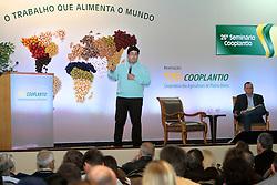 """Camilo Oliveira durante sua palestra sobre """"Perspectivas para o mercado do Arroz no 26ª Seminário Cooplantio - O produtor como diferencial no Agronegócio, que acontece de 20 a 22 de junho, no hotel Serrano, em Gramado, Rio Grande do Sul. FOTO: Jefferson Bernardes/Preview.com"""