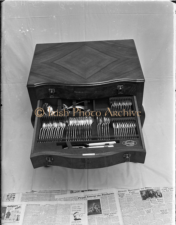 04/10/1952<br /> 10/04/1952<br /> 04 October 1952<br /> Newbridge Cutlery: large table canteen. Special for Domas Ltd..