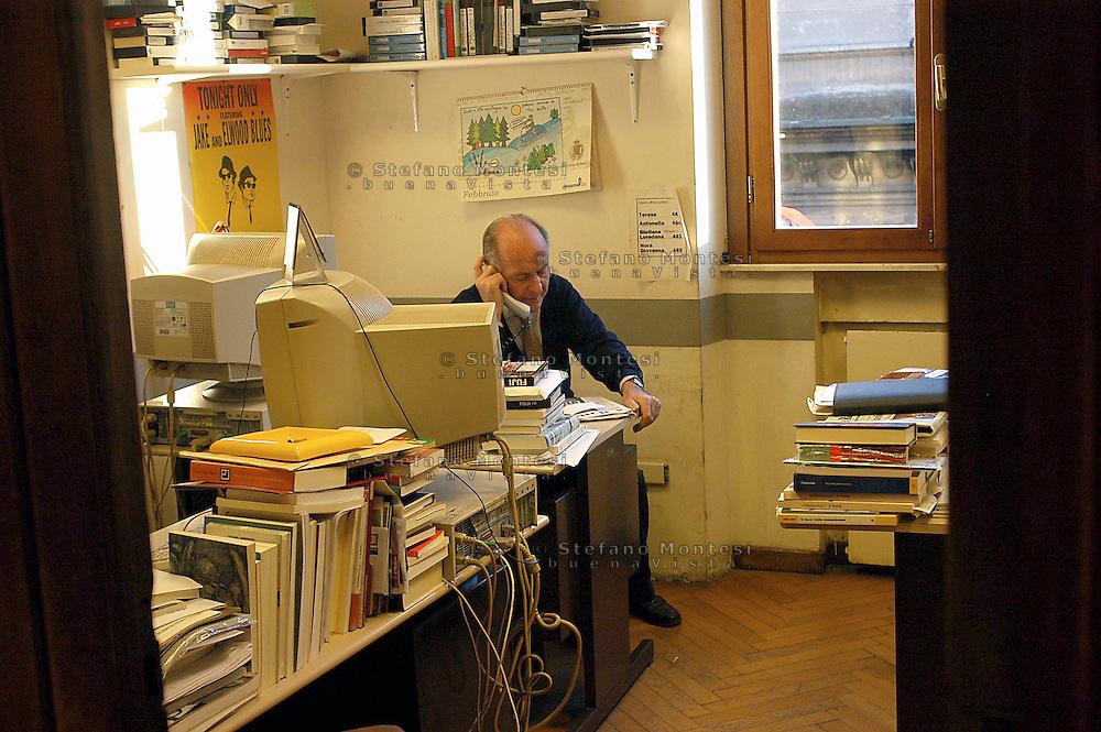 Roma  4 Febbraio 2005. Valentino Parlato nella sede  del Quotidiano Il Manifesto,in via Tomacelli.