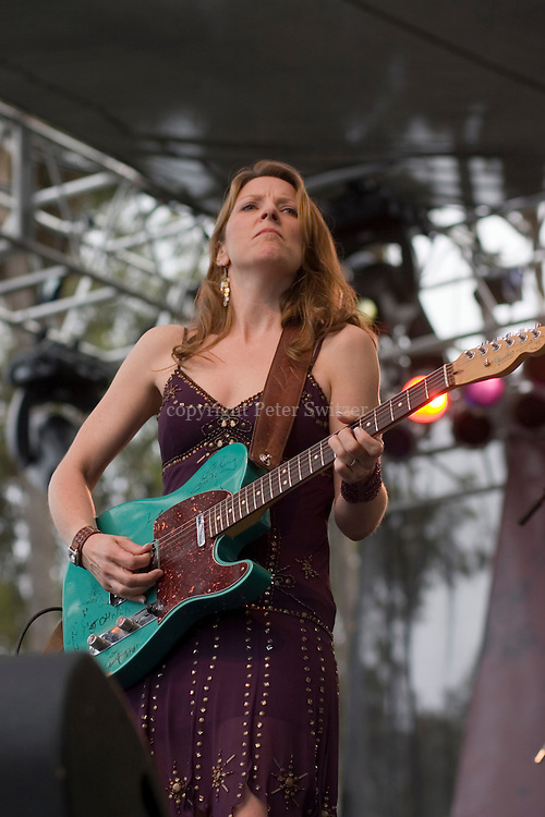 Susan Tedeschi and her band ripped up the main stage with some originals and some Koko Taylor, Bobby Bland, Bob Dylan covers in her own gritty style on Saturday afternoon at The Doheny Blues Festival in Dana Point, Ca, May 19, 2007.