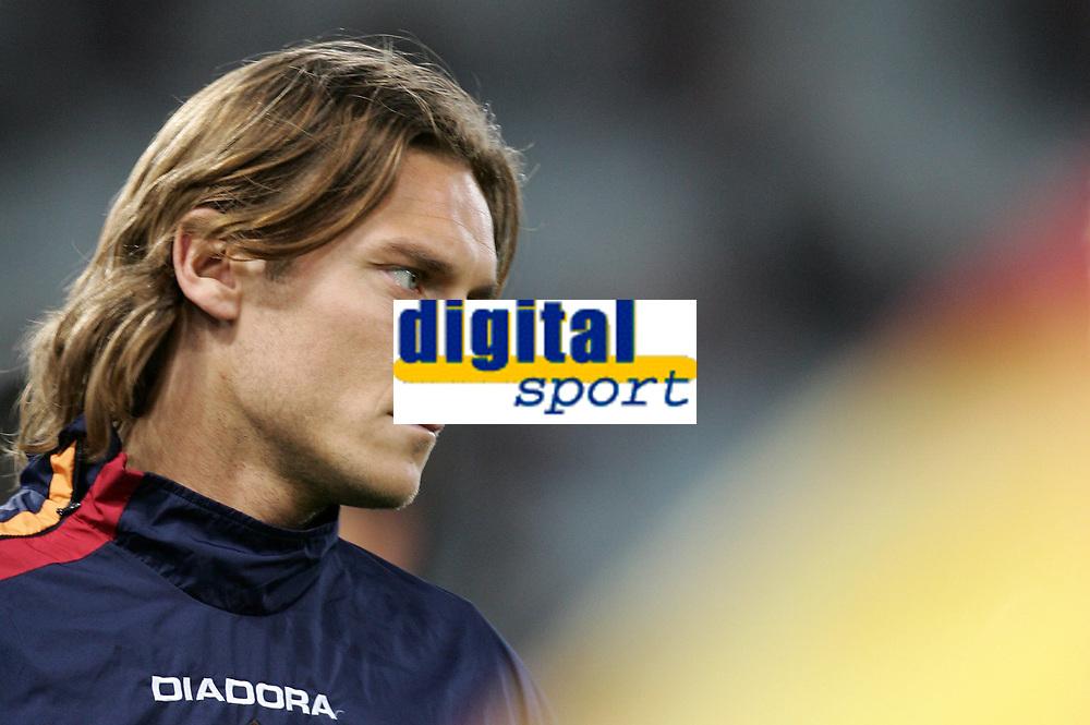 Fotball<br /> Serie A Italia 2004/05<br /> Roma v Siena<br /> 20. april 2005<br /> Foto: Digitalsport<br /> NORWAY ONLY<br /> totti bandiera della roma