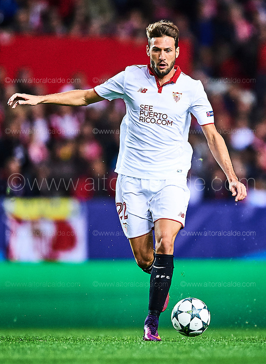 SEVILLE, SPAIN - NOVEMBER 22:  Franco Vazquez of Sevilla FC in action during the UEFA Champions League match between Sevilla FC and Juventus at Estadio Ramon Sanchez Pizjuan on November 22, 2016 in Seville, .  (Photo by Aitor Alcalde/Getty Images)