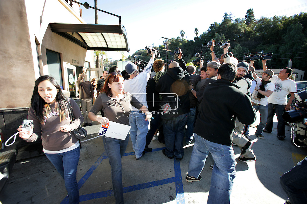 30th January 2008, Los Angeles, California.  two woman dive for cover from Paparazzi photographer swarming around  Britney Spears leaving a restaurant.PHOTO © JOHN CHAPPLE / REBEL IMAGES.john@chapple.biz    www.chapple.biz