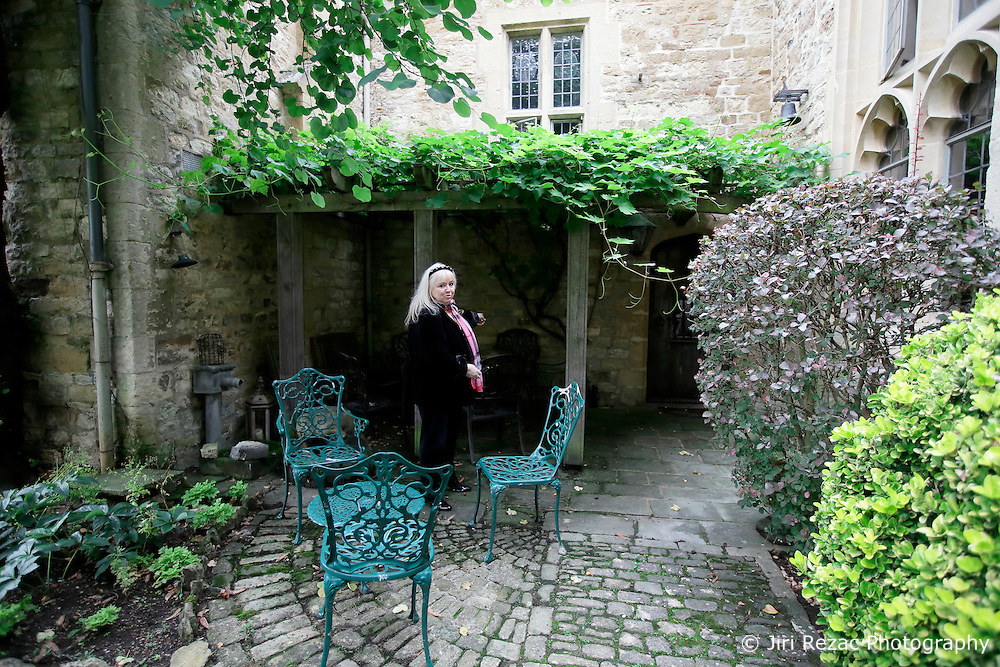 UK ENGLAND THAME 27AUG14 - Favourite courtyard where deceased Bee Gee singer Robin Gibb loved to sit overlooking his estate in Thame, Oxfordshire.<br /> <br /> jre/Photo by Jiri Rezac<br /> <br /> &Acirc;&copy; Jiri Rezac 2014