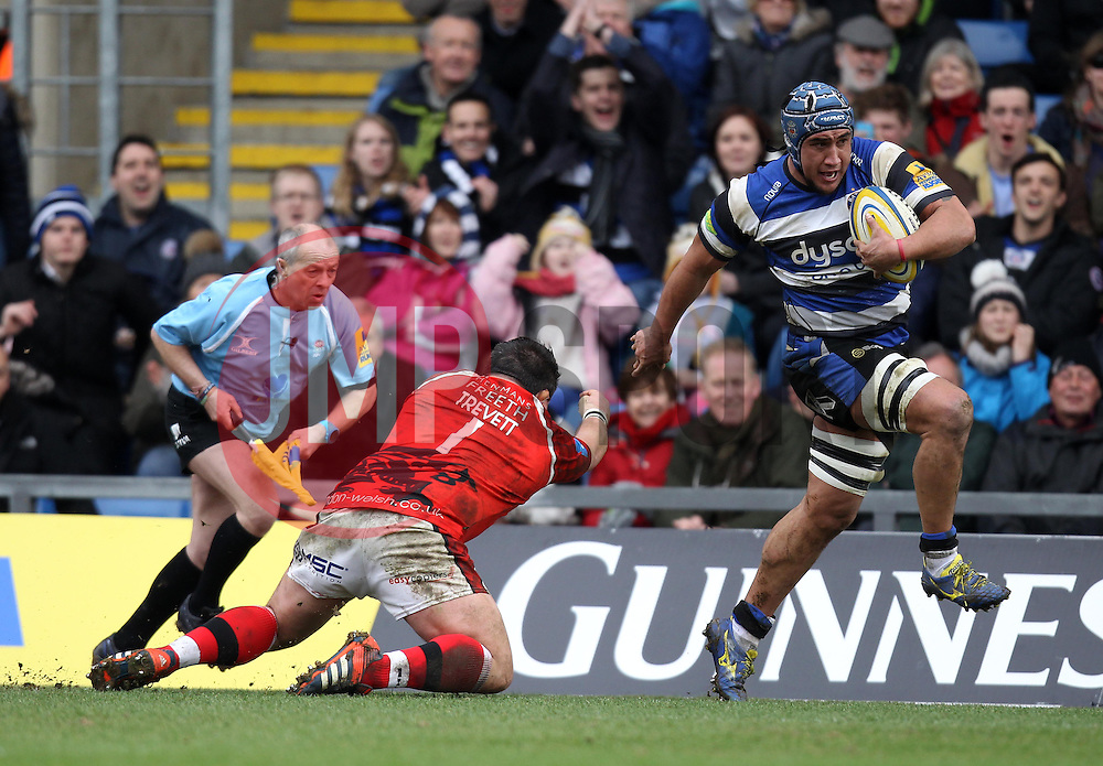 Bath's Leroy Houston gets past London Welsh's Nathan Trevett - Photo mandatory by-line: Robbie Stephenson/JMP - Mobile: 07966 386802 - 29/03/2015 - SPORT - Rugby - Oxford - Kassam Stadium - London Welsh v Bath Rugby - Aviva Premiership