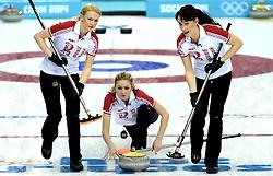 12-02-2014 CURLING: OLYMPIC GAMES: SOTSJI<br /> Japan verslaat Rusland met 8-4. Alexandra Saitova, Magarita Fomina, Ekaterina Galkina<br /> ©2014-FotoHoogendoorn.nl