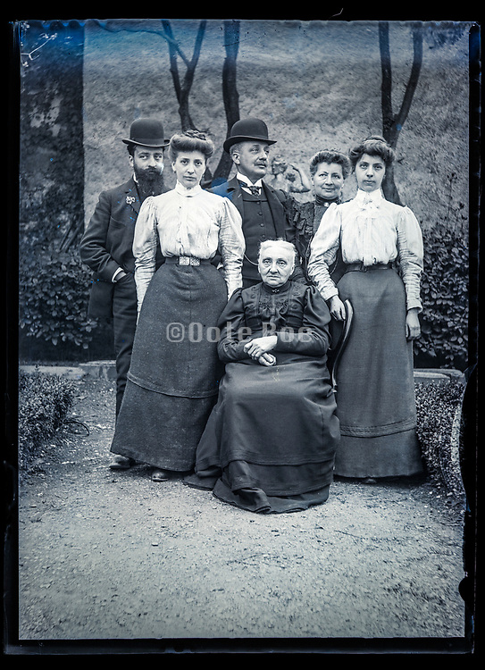 two gernerations group portrait France ca 1910s