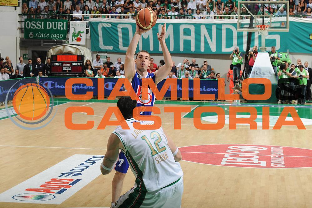 DESCRIZIONE : Siena Lega A 2010-11 Finale Play off Gara 5 Montepaschi Siena Bennet Cantu<br /> GIOCATORE : Marko Scekic<br /> CATEGORIA : tiro penetrazione<br /> SQUADRA : Bennet Cantu<br /> EVENTO : Campionato Lega A 2010-2011<br /> GARA : Montepaschi Siena Bennet Cantu<br /> DATA : 19/06/2011<br /> SPORT : Pallacanestro<br /> AUTORE : Agenzia Ciamillo-Castoria/GiulioCiamillo<br /> Galleria : Lega Basket A 2010-2011<br /> Fotonotizia : Siena Lega A 2010-11 Finale Play off Gara 5 Montepaschi Siena Bennet Cantu<br /> Predefinita :