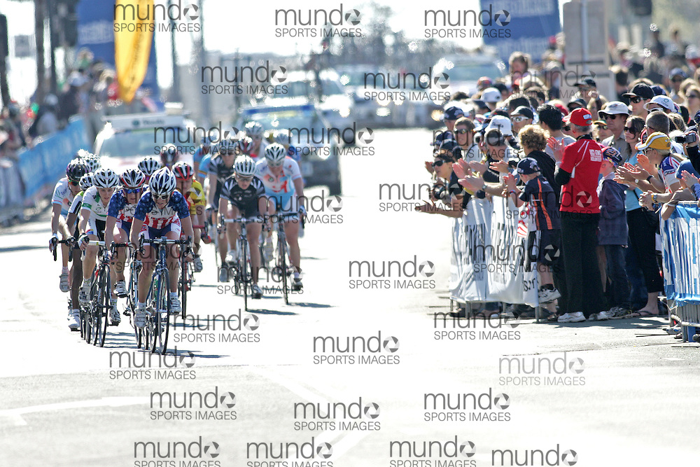 (Geelong, Australia---2 October 2010) Amanda Miller of the USA leads a chase group down the sea front and into the turn up the hill towards the start/finish line during the Elite Women's Road Race at the 2010 UCI Road World Championships.  [2010 Copyright Sean Burges / Mundo Sport Images -- www.mundosportimages.com]