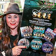 NLD/Hilversum/20160411 - CD en Gouden Plaat uitreiking aan de Ladies of Soul, Trijntje Oosterhuis