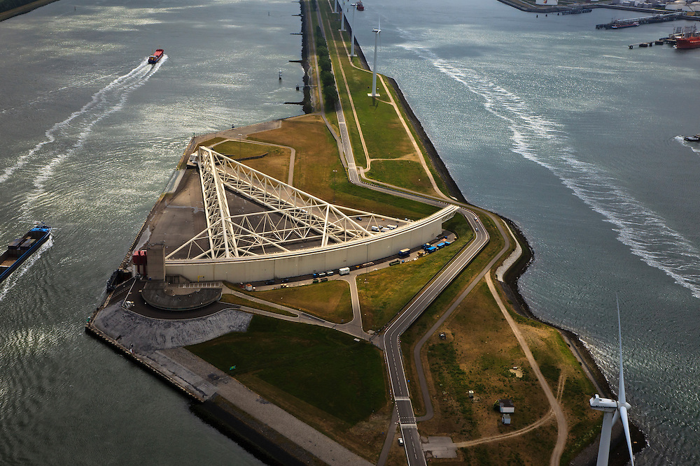 Nederland, Zuid-Holland, Nieuwe Waterweg, 22-05-2011; Maeslantkering in de Nieuwe Waterweg. Close-up van een van de twee deuren die klaar liggen in een dok en welke sluiten bij een waterstand van 3 meter of meer boven NAP. De kering, laatst voltooide  onderdeel van Deltawerken, beschermt Rotterdam en achterland bij extreme waterstanden..The new storm surge barrier (Maeslantkering) in the Nieuwe Waterweg (New Waterway, the entrance to the port of Rotterdam), clpseuo one of the doors. .In case of storm floods, the two enormous doors will close of the waterway protecting Rotterdam and its hinterland.luchtfoto (toeslag); aerial photo (additional fee required).foto Siebe Swart / photo Siebe Swart