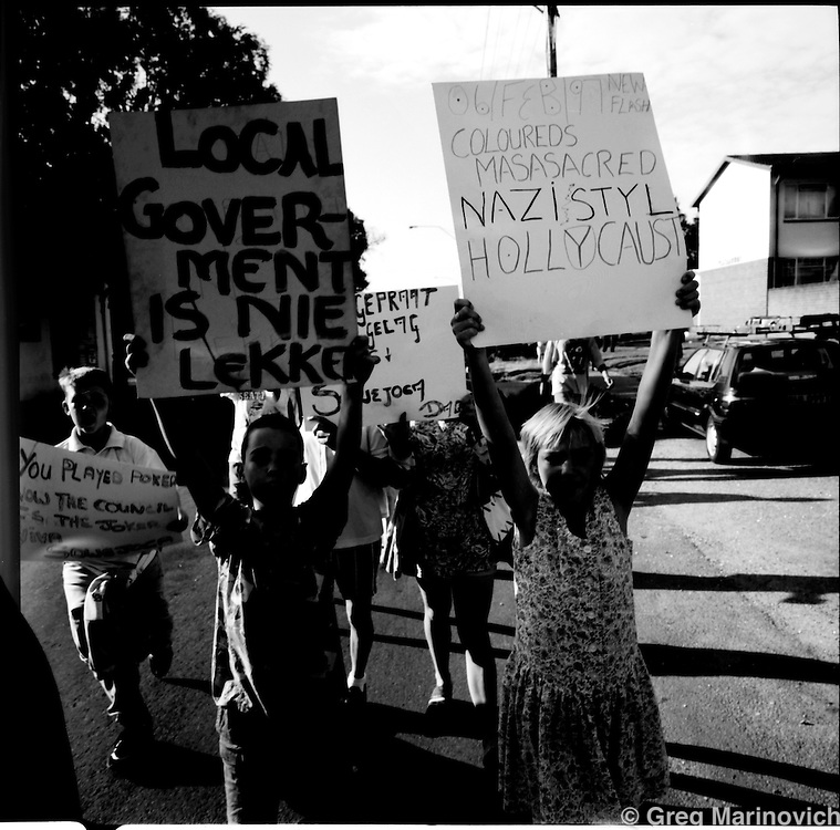 White and `coloured' residents of the Vrededorp suburg of Johannesburg prepare to protest against prerceived loss of advantage under the new democratic regime as opposed to their partially elevated status under apartheid, Feb 1997, South Africa. (Photo by Greg Marinovich)