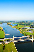 Nederland, Gelderland, Zaltbommel, 23-08-2016; bruggen over de rivier de Waal bij Zaltbommel. Naast de spoorbrug, spoorlijn Utrecht - Den Bosch, de Martinus Nijhofbrug voor autoverkeer op rijksweg A2. Bridges over the River Waal. Railway bridge, railway line Utrecht - Den Bosch and the Martinus Nijhof bridge, motorway A2.<br /> <br /> luchtfoto (toeslag op standard tarieven);<br /> aerial photo (additional fee required);<br /> copyright foto/photo Siebe Swart