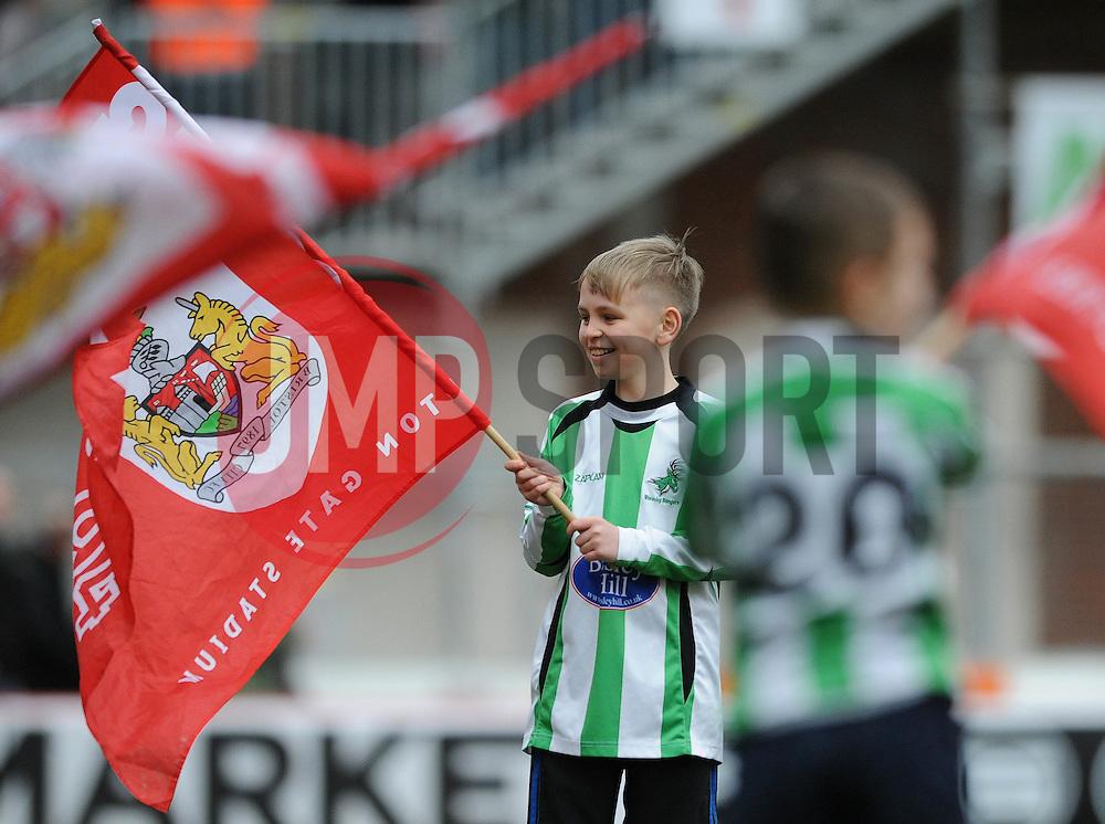 Guard of Honour - Photo mandatory by-line: Dougie Allward/JMP - Mobile: 07966 386802 - 28/02/2015 - SPORT - football - Bristol - Ashton Gate - Bristol City v Rochdale AFC - Sky Bet League One