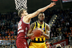 09.12.2017, Audi Dome, Muenchen, GER, EasyCredit BBL, FC Bayern Muenchen Basketball vs MHP Riesen Ludwigsburg, 12. Runde, im Bild Danilo Barthel (Muenchen) blockt Elgin Cook (Ludwigsburg). // during the easyCredit Basketball Bundesliga 12th round match between MHP Riesen Ludwigsburg and 12.Spieltag at the Audi Dome in Muenchen, Germany on 2017/12/09. EXPA Pictures © 2017, PhotoCredit: EXPA/ Eibner-Pressefoto/ Marcel Engelbrecht<br /> <br /> *****ATTENTION - OUT of GER*****
