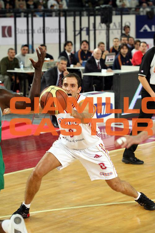 DESCRIZIONE : Roma Lega A1 2006-07 Lottomatica Virtus Roma Benetton Treviso <br /> GIOCATORE : Tonolli <br /> SQUADRA : Lottomatica Virtus Roma <br /> EVENTO : Campionato Lega A1 2006-2007 <br /> GARA : Lottomatica Virtus Roma Benetton Treviso <br /> DATA : 26/11/2006 <br /> CATEGORIA : Passaggio <br /> SPORT : Pallacanestro <br /> AUTORE : Agenzia Ciamillo-Castoria/G.Ciamillo
