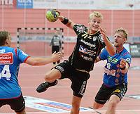 Handball 1. Bundesliga  2012/2013  in der Paul Horn Arena Tuebingen 08.09.2012 TV Neuhausen - TSV Hannover-Burgdorf Andreas Schroeder (Mitte, TV Neuhausen) gegen Frej Gustav Rydergard (re, TSV Hannover)