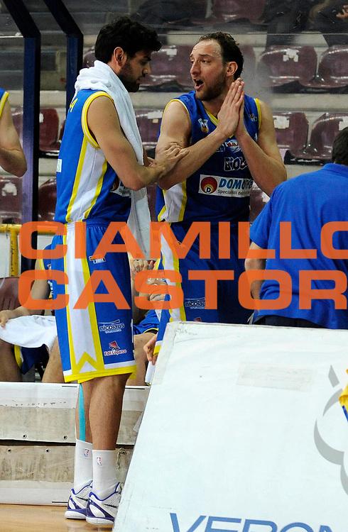 DESCRIZIONE : Verona Lega Basket A2 2011-12 Tezenis Verona Domotecnica Ostuni<br /> GIOCATORE : Tommaso Rinaldi e Giovanni Carenza<br /> CATEGORIA : Fair Play<br /> SQUADRA : Domotecnica Ostuni<br /> EVENTO : Campionato Lega A2 2011-2012<br /> GARA : Tezenis Verona Domotecnica Ostuni<br /> DATA : 15/04/2012<br /> SPORT : Pallacanestro<br /> AUTORE : Agenzia Ciamillo-Castoria/A.Giberti<br /> Galleria : Lega Basket A2 2011-2012 <br /> Fotonotizia : Verona Lega Basket A2 2011-12 Tezenis Verona Domotecnica Ostuni<br /> Predefinita :