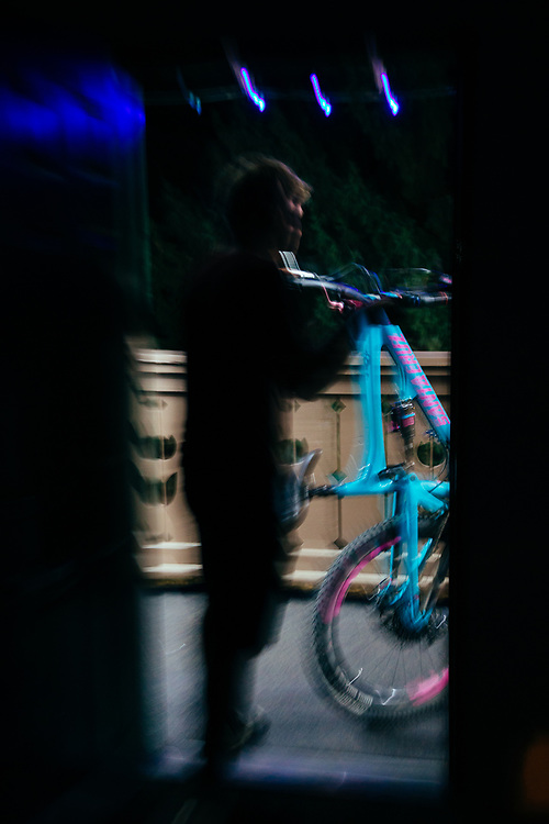 Yuri Choufour taking a Santa Cruz Nomad to the truck for a pre-dawn shoot of single track in Leavenworth, Washington.