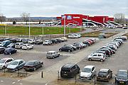 Nederland, the Netherlandse, 22-12-2015 De nieuwe CineMec langs de N325 bij Nijmegen. De bioscoop beschikt over de grootste bioscoopzaal van West-Europa met 750 stoelen. Hiervoor is een projector beschikbaar die zijn licht haalt van laserlicht met een lichtopbrengst van 60.000 lumen, waardoor ook bij 3d een helder beeld bereikt wordt. Cinemec is onderdeel van Pathe, pathé. Op de voorgrond de P+R parkeerplaats waar automobilisten kunnen opstappen op de bus, openbaar vervoer.FOTO: FLIP FRANSSEN/ HH