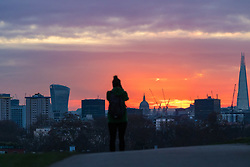 London, November 30 2017. he sun rises over the London skyline, seen from Primrose Hill, on a chilly London morning when overnight temperatures plunged to below freezing. © Paul Davey
