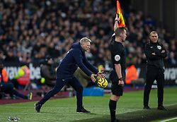 LONDON, ENGLAND - Wednesday, January 29, 2020: West Ham United's manager David Moyes catches the ball during the FA Premier League match between West Ham United FC and Liverpool FC at the London Stadium. (Pic by David Rawcliffe/Propaganda)