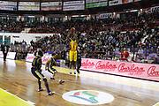 DESCRIZIONE : Barcellona Pozzo di Gotto Campionato Lega Basket A2 2011-12 Sigma Barcellona Givova Scafati<br /> GIOCATORE : Michael Hicks<br /> SQUADRA : Sigma Barcellona<br /> EVENTO : Campionato Lega Basket A2 2011-2012<br /> GARA : Sigma Barcellona Givova Scafati<br /> DATA : 22/01/2012<br /> CATEGORIA : Tiro Three Point Pubblico<br /> SPORT : Pallacanestro <br /> AUTORE : Agenzia Ciamillo-Castoria/G.Pappalardo<br /> Galleria : Lega Basket A2 2011-2012 <br /> Fotonotizia : Barcellona Pozzo di Gotto Campionato Lega Basket A2 2011-12 Sigma Barcellona Givova Scafati<br /> Predefinita :