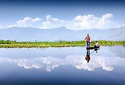 Dal Lake, Srinagar, Kashmir, Northern India 2009-07-10.<br />