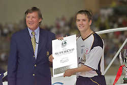 MONACO, FRANCE - Friday, August 24, 2001: Liverpool's Michael Owen receives the man-of-the-match award against Bayern Munich during the UEFA Super Cup Final at the Stade Louis II. (Pic by David Rawcliffe/Propaganda)