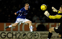 Photo: Daniel Hambury.<br />Leicester City v Crewe Alexander. Coca Cola Championship. 17/12/2005.<br />Leicester's Iain Hume (L) slams the equaliser past Crewe's Ross Turnbull.
