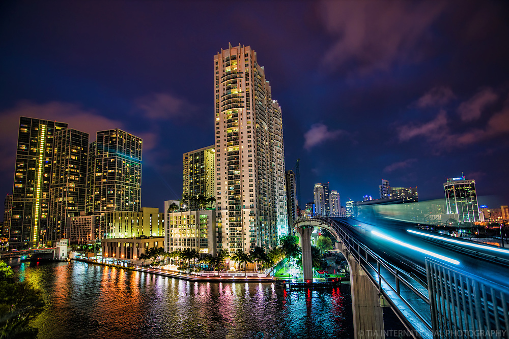 Miami - Metromover Riverwalk Station (Night)