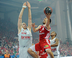 06.06.2013, Stechert Arena, Bamberg, GER, 1. BBL, 5. Playoff Halbfinale, Brose Baskets Bamberg vs FC Bayern Muenchen, im Bild Demond Greene (24, FC Bayern Muenchen) gegen Maik Zirbes (33, Brose Baskets Bamberg) // during the 5th playoff semifinal match of germans 1st basketbal Bundesliga between Brose Baskets Bamberg and FC Bayern Munich ath the Stechert Arena, Bamberg, Germany on 2013/06/06. EXPA Pictures &copy; 2013, PhotoCredit: EXPA/ Eibner/ Hans Martin Issler<br /> <br /> ***** ATTENTION - OUT OF GER *****