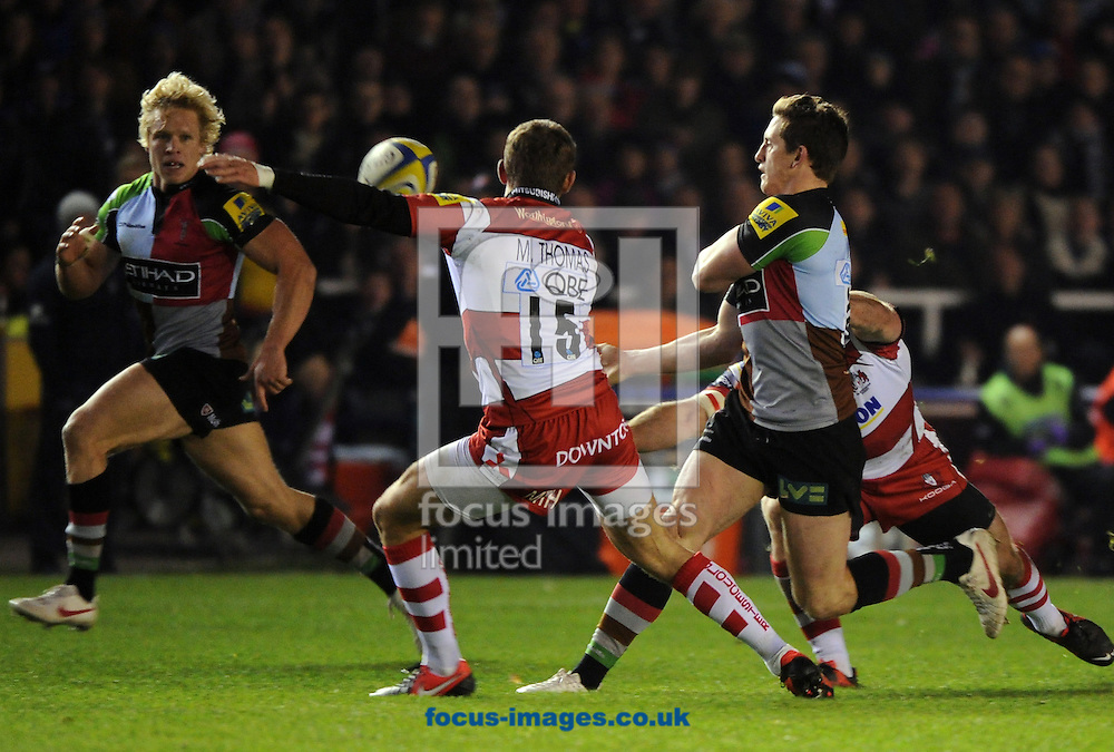 Picture by Seb Daly/Focus Images Ltd +447738 614630.03/11/2012.Tom williams of Harlequins looks to release Matt Hopper  during the Aviva Premiership match at Twickenham Stoop , London.