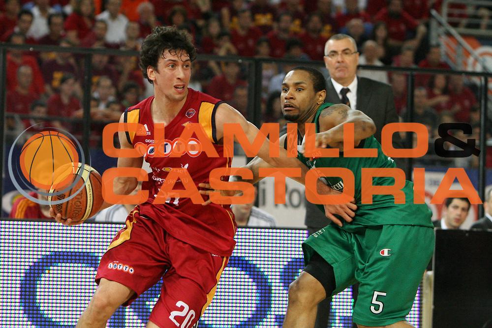 DESCRIZIONE : Roma Lega A1 2007-08 Playoff Finale Gara 3 Lottomatica Virtus Roma Montepaschi Siena<br /> GIOCATORE : Roko Ukic<br /> SQUADRA : Lottomatica Virtus Roma<br /> EVENTO : Campionato Lega A1 2007-2008 <br /> GARA : Lottomatica Virtus Roma Montepaschi Siena <br /> DATA : 08/06/2008 <br /> CATEGORIA : palleggio<br /> SPORT : Pallacanestro <br /> AUTORE : Agenzia Ciamillo-Castoria/E.Castoria